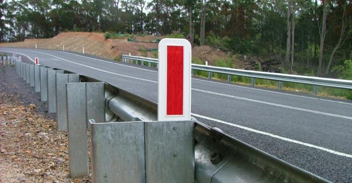 Guardrail delineator