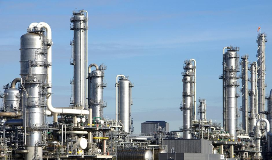 Refinery using High Pressure Fasteners