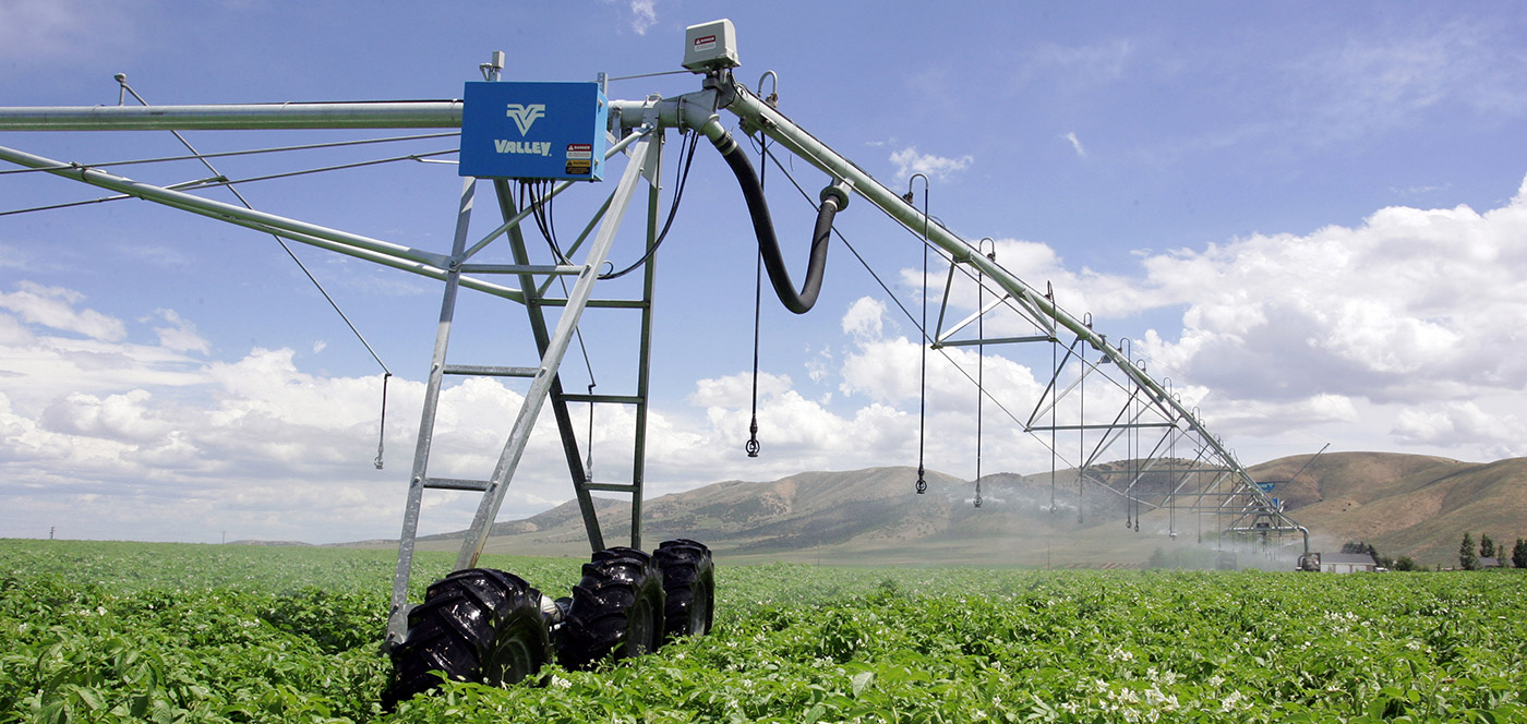 valley flotation and traction for center pivot irrigation system