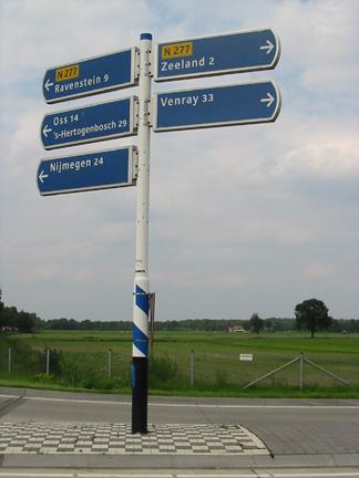 Valmont-Wayfinding-SignPole-Europe